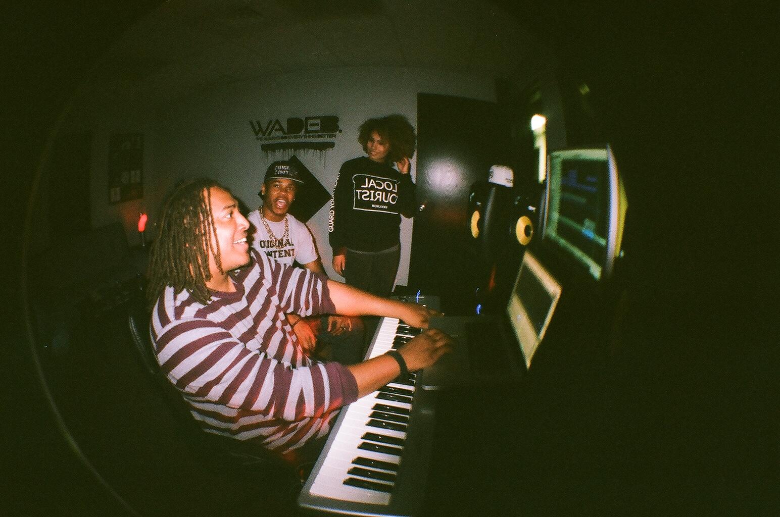 lisa-lonewolf-studio-grungecake-thumbnail