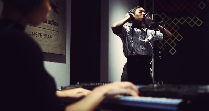 """Watch: Szjerdene Perform """"Transits"""" At Red Bull Studios"""